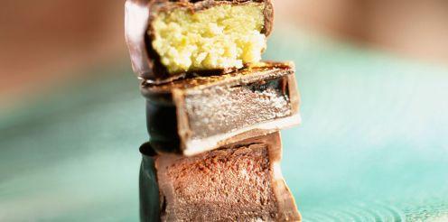 bouchees-de-pate-d-amande-au-chocolat