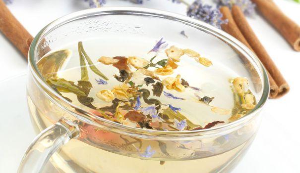 tisane-tasse-lavande-thym-cannelle_5516935