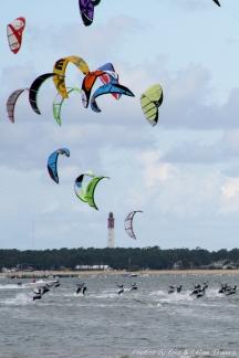 EXCLUSIF - 1 er etape des Championnats de France de Kite Surf de longue distance. Arcachon, FRANCE - 26/04/2009