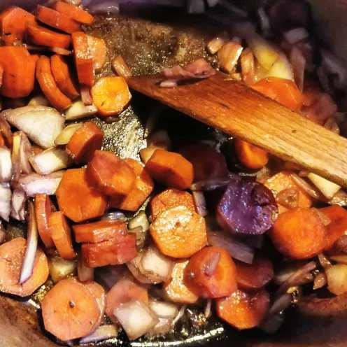 je fais suer les légumes
